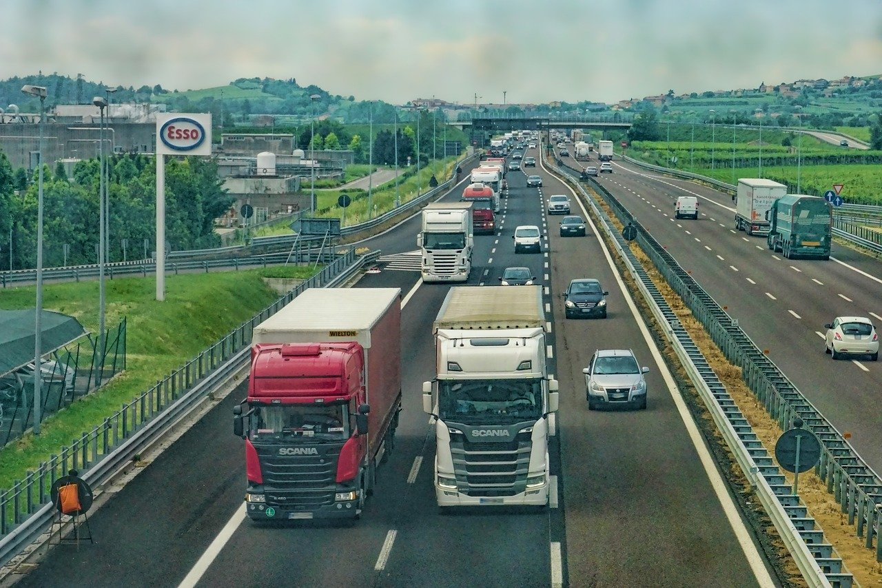 AI Applications in the Trucking Industry